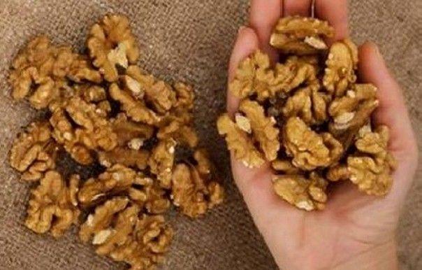 Ecco cosa succede al nostro organismo 4ore dopo aver mangiato un pugno di noci.E' probabile che tu non conosca gli incredibili benefici che apportano