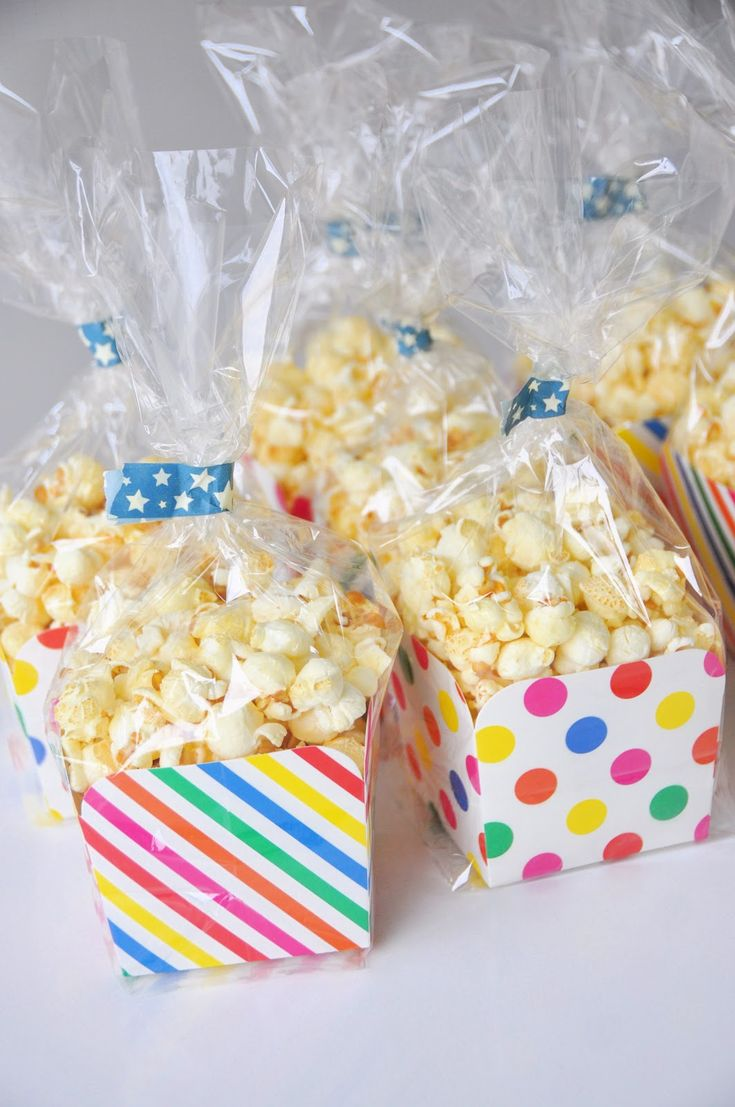 wat een goed idee om popcorn te trakteren op school!