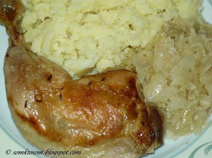 Keď som pred mnohými rokmi objavila tento recept, kombinácia pečeného kurčaťa a kyslej kapusty sa mi zdala trochu čudná. No po prvom ochut...