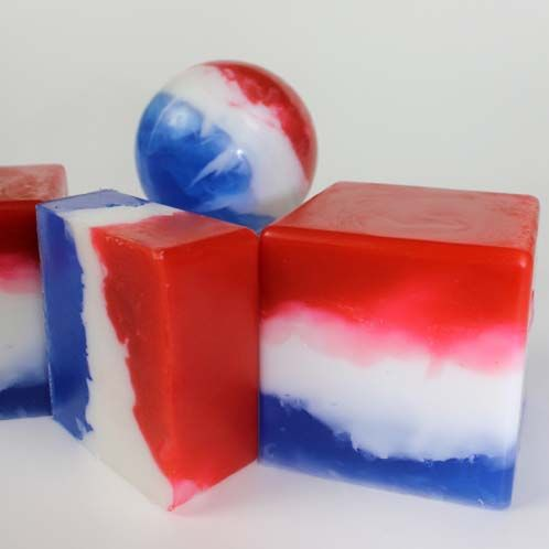 Easy Fourth of #July soapmaking #tutorial #DIY: Pour Soaps, Crafts Soaps, Tutorials Diy, Soap Recipes, Soaps Recipes, Swirls Soaps, Freedom Soaps, Diy Soaps, Blue Soaps