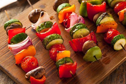 ¡Sabrosas brochetas de verduras!     #BrochetasDeVerduras #RecetaBrochetas #RecetasVeganas #RecetasLigeras #RecetasVegetarianas #RecetasSaludables