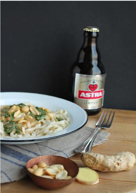 Asian Peanut and Spinach Pasta with Ginger - Enjoy Asian food in Summer with a cold Beer, so Good!