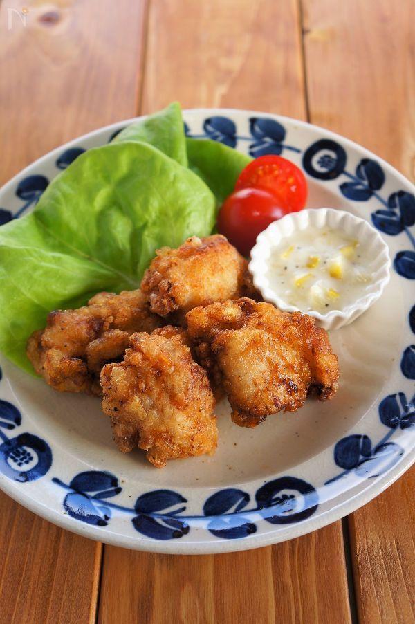 鶏肉をはちみつレモンに漬け込んでから揚げに。  はちみつの効果でお肉が柔らかくジューシーに仕上がります。  お好みでレモンマヨソースをつけてどうぞ。