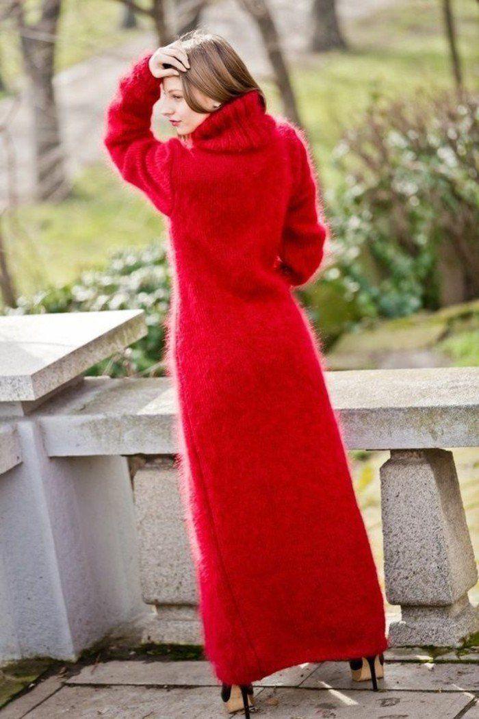 robe en laine rouge arrivant jusqu'au sol grand col roulé
