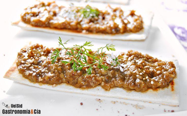 Paté de berenjena con miel, soja y mostaza