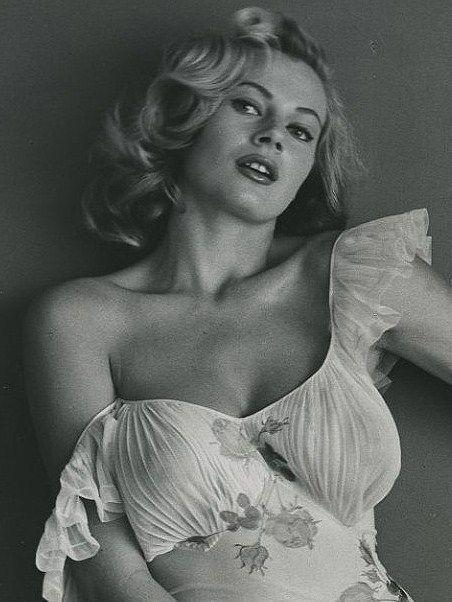 Ретро голых актрис фото, пизда гузеевой анны ковальчук и других полный размер очень крупно