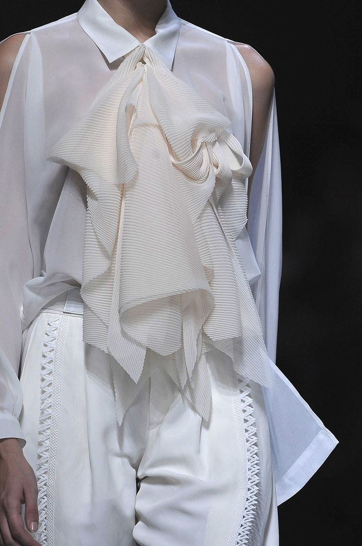 White flounce shirt with split sleeves; close up fashion details // Issey Miyake Spring 2012