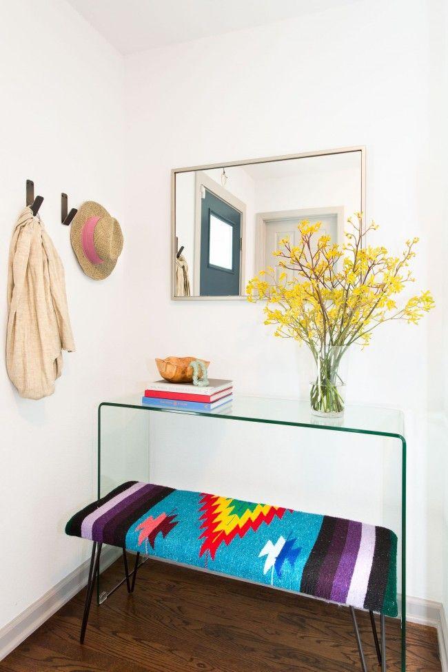 Белый коридор как чистый лист - идеальный фон для любого декора