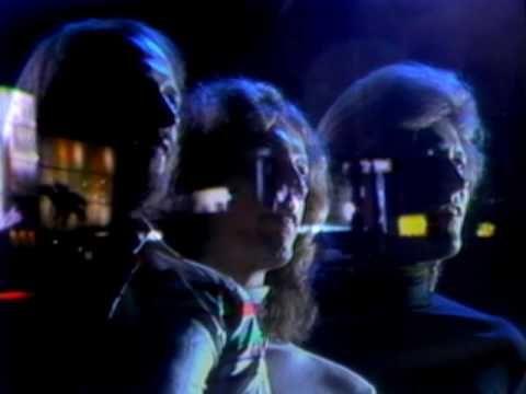 Os Bee Gees foram sinônimos de sucesso nas discotecas de 1970 e…