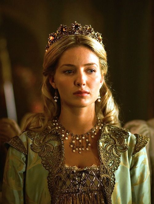 Annabelle Wallis as Jane Seymour inThe Tudors (TV Series, 2009).