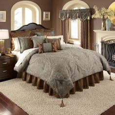 Make your bedroom beautiful with this four-piece comforter set. The gorgeous set includes one paisley-patterned comforter, two shams, and one bedskirt. Its contemporary design makes this all-season comforter suitable for modern decors.