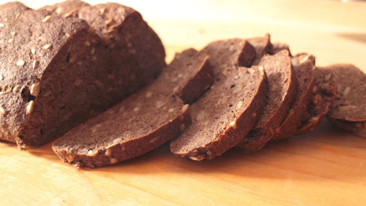 Das ketogene Brot Rezept (NoCarb) ist mit insgesamt 1g Kohlenhydrate auf 100g auch für eine ketogene Diät bestens geeignet. Schnell, einfach & lecker. (Paleo Breakfast)