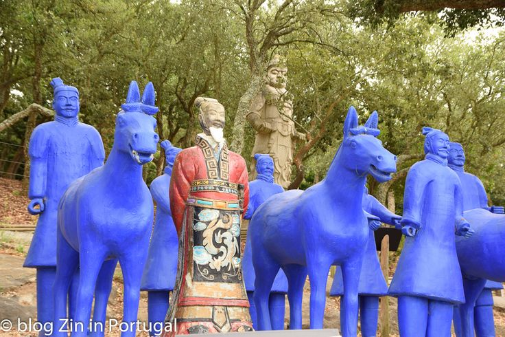 Afrikaanse beelden in Buddha Eden