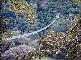 Ponte sospeso di San Marcello Pistoiese : passerella pedonale che collega i due versanti del torrente Lima tra Mammiano Basso e Popiglio nel comune di San Marcello Piteglio ;  lungo 227 metri , largo 0,8 metri , altezza massima sull'alveo del fiume 36 metri .