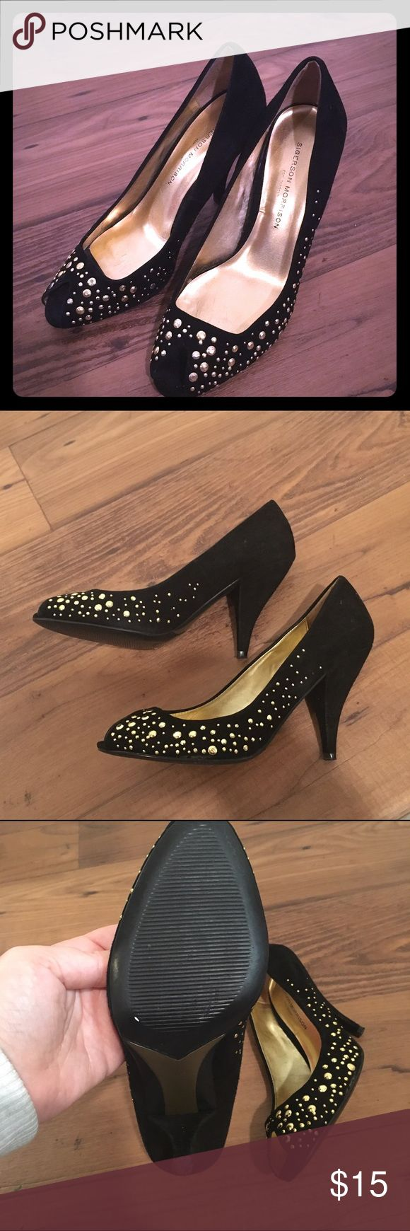 Sigerson Morrison for Target Shoes Super cute! Black and gold Sigerson Morrison pumps! Sigerson Morrison Shoes Heels
