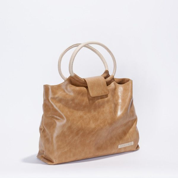 A versatile, Limited Edition full leather handbag that can be worn over the shoulder. Perfect for everyday use and lined with 100% cotton.