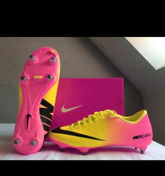 nike soccers shoes red pink