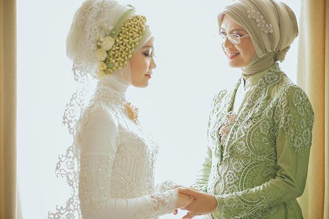 An inspiration for hijab wedding dress | http://www.bridestory.com/antijitters-photo/instagram