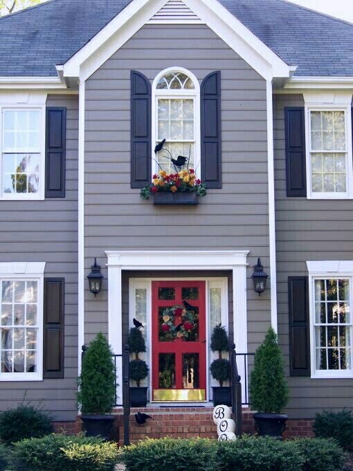 44 best images about home exteriors on pinterest - What color door goes with gray house ...