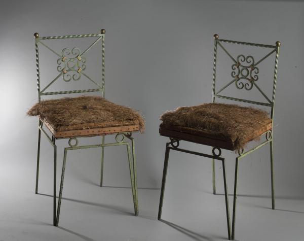 """Gilbert Poillerat - Paire de chaises en fer forgé. Haut. : 82 cm - Larg. : 40 cm -[...], mis en vente lors de la vente """"Atelier Gilbert Pouillerat"""" à Delorme - Collin du Bocage   Auction.fr"""