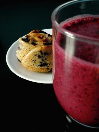 Zdjęcie - Muffiny z jagodami (MM) i napój jagodowy - Przepisy kulinarne ze zdjęciami