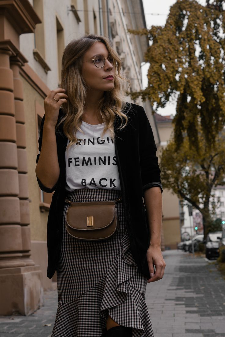 Round Metal Glasses Steingasse 14 Feminism Statement Shirt Checked Midi Skirt karierter Rock Bleistiftrock Garrett Leigh Glasses Modeblog Heidelberg Fashionblogger Sariety-18