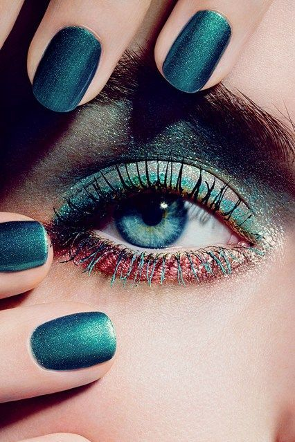 Sparkly green nail polish and eye makeup. Great for the Christmas parties. #PANDORAloves