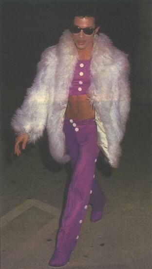 Prince - dig the outfit!
