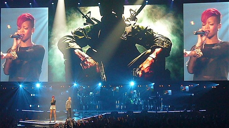 Eminem & Rihanna performing their hit single Love The Way You Lie at the E3 Expo in 2010