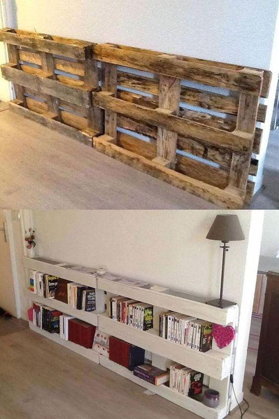 Une bibliothèque à fabriquer avec des palettes pour meubler le salon http://www.homelisty.com/meubler-salon-palette/