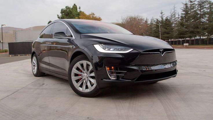 В подтверждение скорому выходу в свет полноприводной Model X, пилотные экземпляры уже обкатывают на дорогах общего пользования.