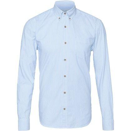 Schickes hellblaues Hemd von Only & Sons. Das klassische Hemd hat stilecht einen Button-Down-Kragen und Sportmanschetten - ab 24,90€