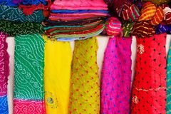 Vertoning van kleurrijke sjaals, Mehrangarh-Fort, Jodhpur, India Stock Fotografie