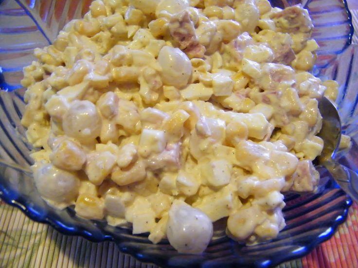 Sałatka z cebulkami marynowanymi i szynką