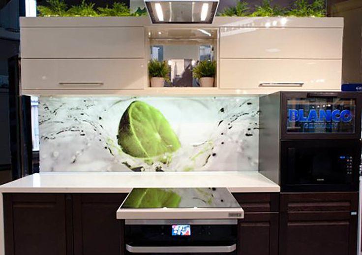 Studio Mebica SZKŁO W KUCHNI - zastosowanie szklanych elementów sprawi, iż nasza kuchnia nabierze nowoczesnego oblicza i wyrafinowanego stylu.