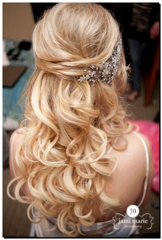 Choose On The Right Bridesmaids Hairstyles And Have The Best Looking Wedding Entourage Wedding Hairstyles W Hair Styles Wedding Hair Down Wedding Hairstyles