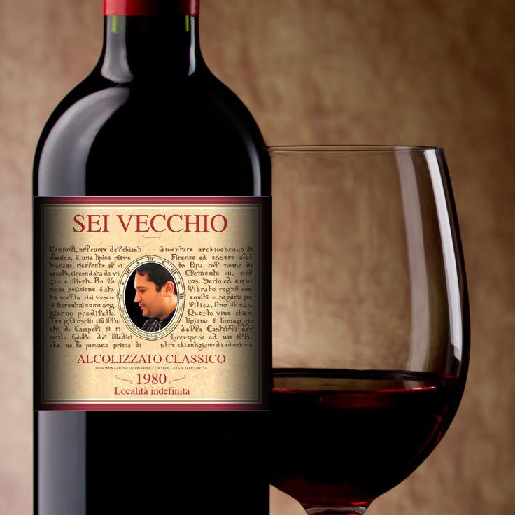 #etichetta d'augurio di buon #compleanno attaccata su una #bottiglia di #vino