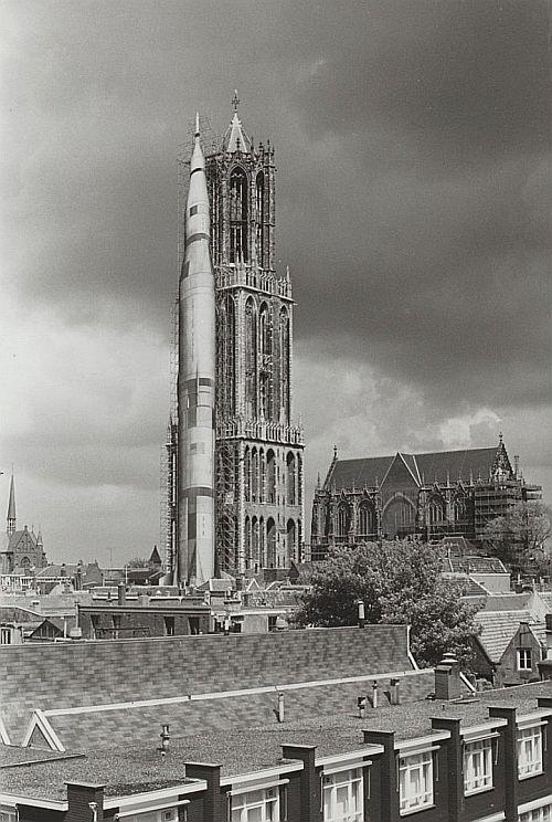 De Domtoren was in 1986 aan een zijde aangekleed als een 'Saturnus-raket' voor de manifestatie Space '86.