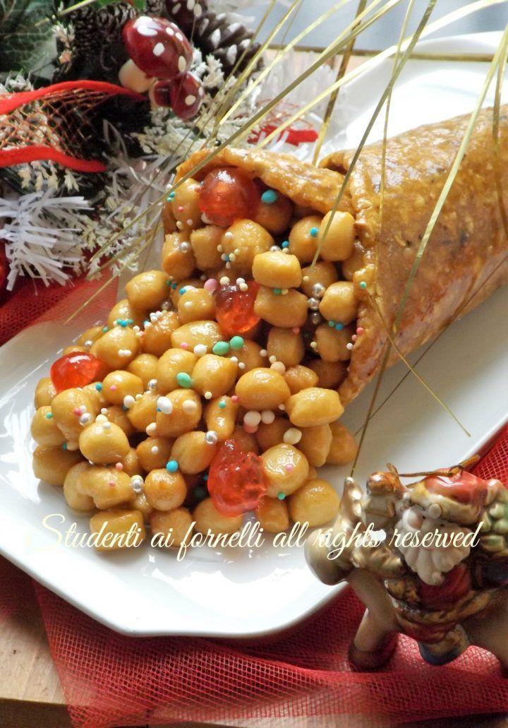 Ricette Di Dolci Napoletani Natalizi.Cornucopia Con Struffoli Ricetta Dolce Tipico Natale