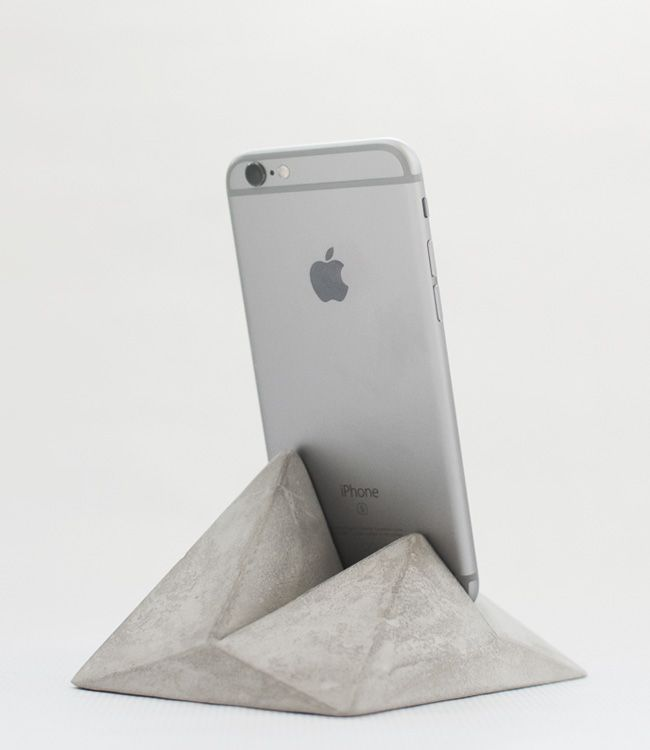 Smartphone and tablet concrete stand by Oitenta. Company based out of Spain.