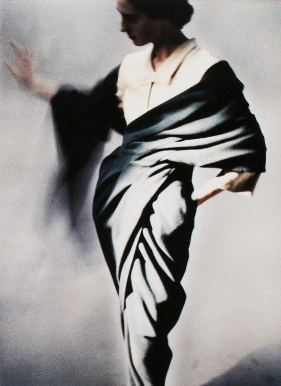 interpretatie: Photo by Javier Vallhonrat for Sybilla, 1988