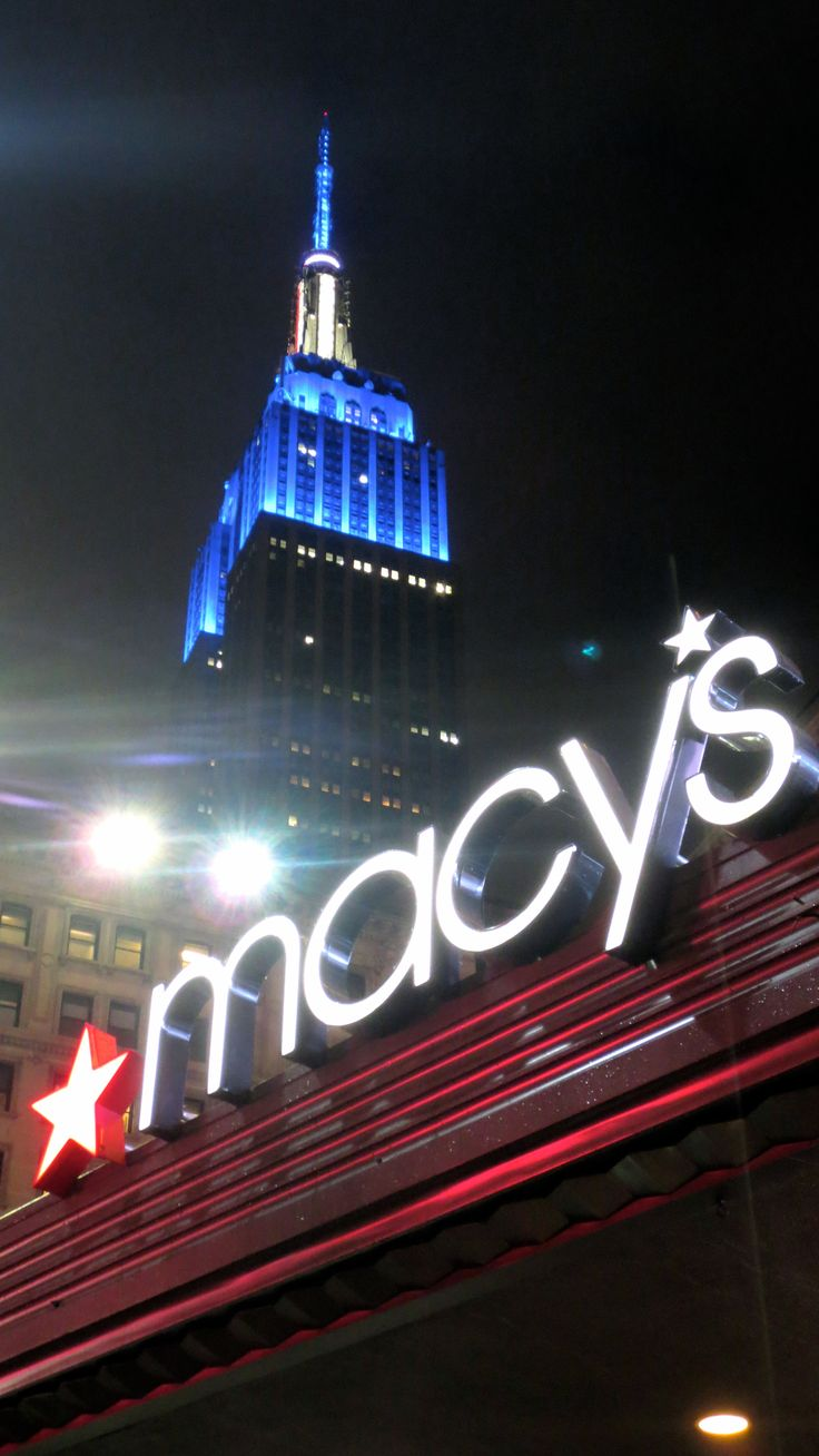 #ShoppingInNYC #NYC #Manhattan #EmpireStateBuilding By Luis@