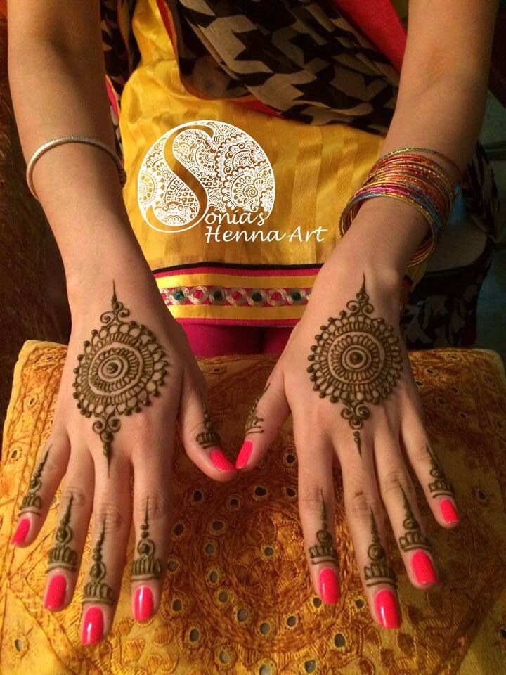Obsessed with medallion mehndi designs