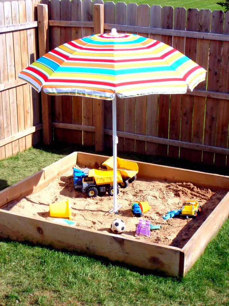 Use beach umbrella to provide shade over the sandbox. To secure: use pvc that has been drilled into the base of the sandbox and stick in the umbrella pole.: Diy Ideas, Small Pools, Iheart Organizations, Beaches Umbrellas, Sandbox Ideas, Features Spaces, Outdoors, Sandbox Shades, Sands Boxes