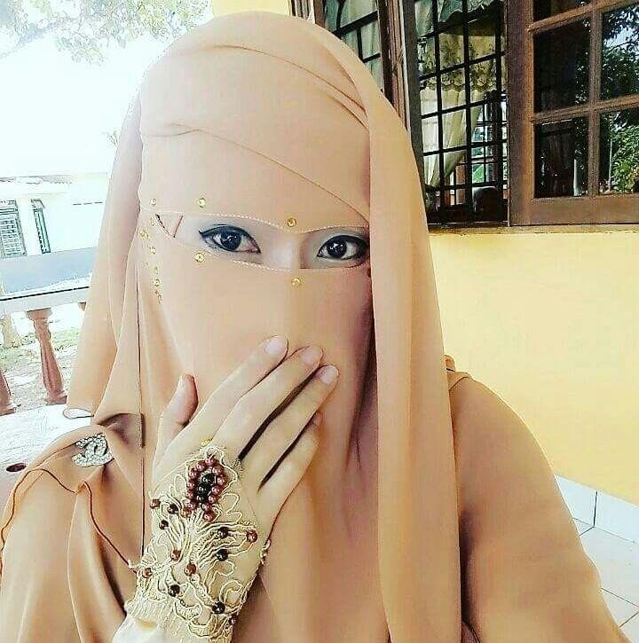 Gorgeous Niqabi