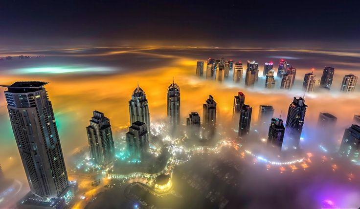 Le luci offuscate della notte di #Dubai http://www.viaggidellelefante.it/