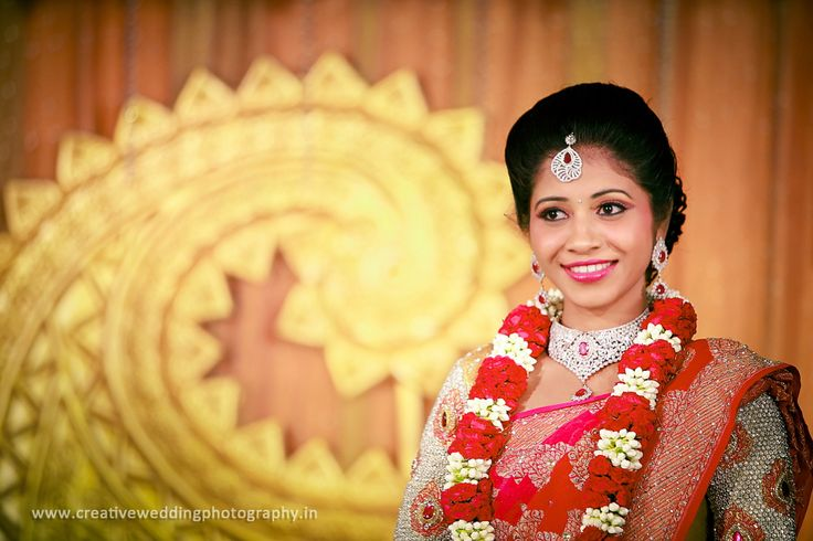 White and red garland.  #jewellery #garland #southIndianweddding #reception #smile #peach