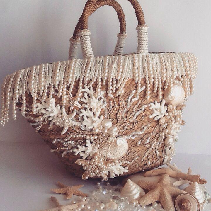 #mariaterrazzano #borseinpagliadecorate #ricami ....borse in paglia ricamate a tema marino o personalizzabili su richiesta (info saeiva@hotmail.it)