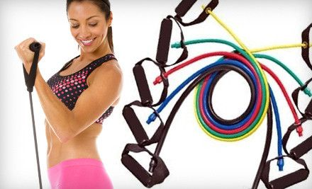 Os elásticos de resistência são baratos e portáteis. Um dos bônus dos elásticos é que o núcleo dos seus músculos se exercitam durante o treino, ao contrário de outros exercícios de treinamento de força tradicional.