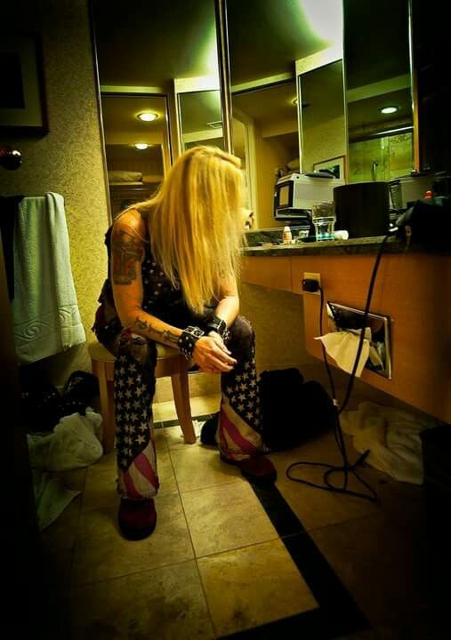 LITA FORD IN DRESSING ROOM WAITING TO GO ON STAGE..2015..